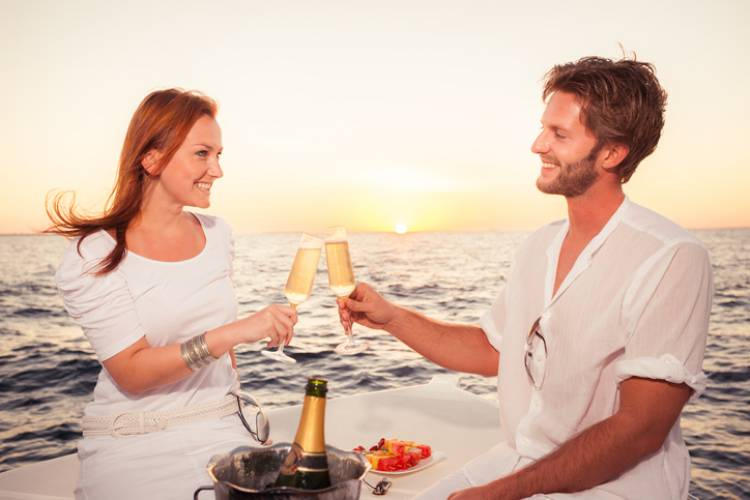 Maui Sunset Dinner Cruise | Paradise Activities | Maui Resorts